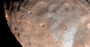 11nov2015---phobos-a-maior-lua-de-marte-e-um-acumulado-de-de-escombros-que-ficam-unidos-devido-a-uma-capa-externa-de-material-mais-solido-1448464975278_615x470