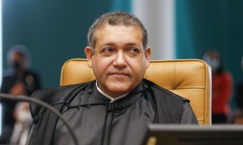 Ministro Nunes Marques durante sessão solene de posse no STF.