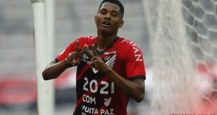 athletico_pr_vence_fla_brasileirao