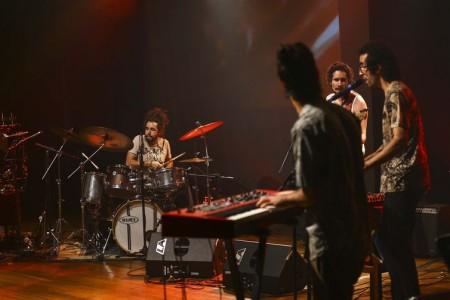 A banda A Engrenagem, durante participação no Festival de Música Nacional FM.