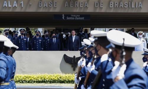 O Presidente Jair Bolsonaro, participa da cerimônia comemorativa do 80º aniversário do Comando da Aeronáutica, na Base Aérea de Brasília.
