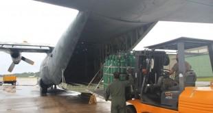 Avião militar C-130, da FAB, com cilindros de oxigênio para tratamento de pacientes de covid-19 em Manaus.