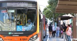 Usuários de transporte público e motoristas de ônibus usam máscaras de proteção contra covid-19 na rua da Consolação