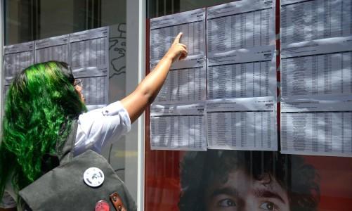 Candidatos chegam para o primeiro dia de provas do Exame Nacional do Ensino Médio (Enem), na Tijuca, zona norte do Rio.