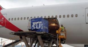 O voo procedente da Índia que trouxe 2 milhões de vacinas da AstraZeneca contra a covid-19 ao Brasil chegou por volta das 17h30 no Aeroporto Internacional de São Paulo, localizado em Guarulhos.
