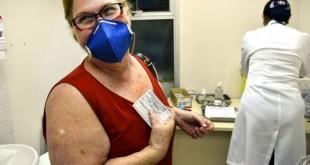 São Paulo - Primeiro dia de vacinação de idosos, gestantes e crianças de 3 meses a 5 anos no Instituto de Infectologia Emília Ribas, região central (Rovena Rosa/Agência Brasil)