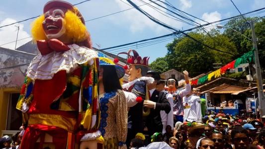 Recife - Bonecos gigantes, tradição do carnaval pernambucano, desfilaram pelas ruas de Olinda (Sumaia Villela/Agência Brasil)