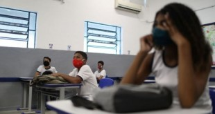 Students attend a class at Aplicacao Carioca Coelho Neto municipal school as some schools continue with the gradual reopening, amid the coronavirus disease (COVID-19) outbreak, in Rio de Janeiro, Brazil November 24, 2020. REUTERS/Pilar Olivares