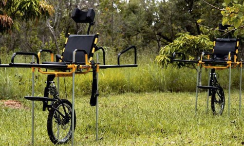 Cadeiras de rodas especiais serão distribuídas em parques nacionais de todas as regiões O Ministro do Meio Ambiente, Ricardo Salles, entregou hoje (2/2), na Floresta Nacional de Brasília, o primeiro lote de cadeiras de rodas adaptadas para o transporte em trilhas de ecoturismo. Essa é a primeira entrega do programa Parque+, assinado também na data de hoje pelo Ministério do Meio Ambiente (MMA) para a promoção do ecoturismo em parques nacionais e entornos.