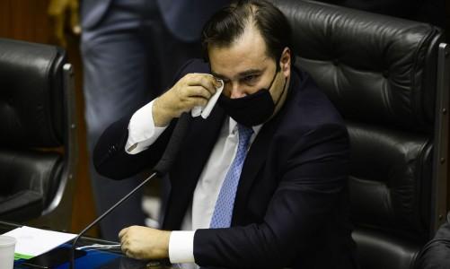 O deputado Rodrigo Maia se emociona em discurso durante sessão para eleição dos membros da mesa diretora da Câmara dos Deputados.