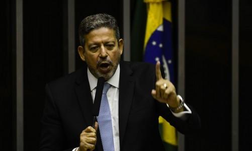 O deputado Arthur Lira discursa durante sessão para eleição dos membros da mesa diretora da Câmara dos Deputados.