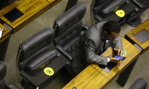 Assentos marcados no plenário durante sessão para eleição dos membros da mesa diretora da Câmara dos Deputados.