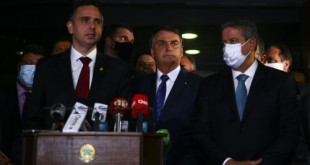 O presidente do Senado Federal, Rodrigo Pacheco, o presidente Jair Bolsonaro, e o presidente da Câmara dos Deputados, Arthur Lira, durante declaração após entrega da medida provisória que trata da privatização da Eletrobrás.