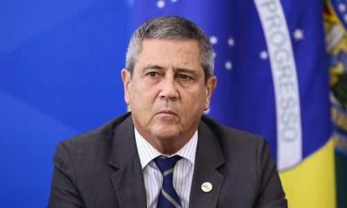 O ministro da Casa Civil, Braga Netto, e o presidente Jair Bolsonaro durante pronunciamento sobre preço dos combustíveis e a política de reajustes adotada pela Petrobras.