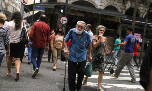 People walk around the Saara street market, amid the outbreak of the coronavirus disease (COVID-19), in Rio de Janeiro, Brazil November 19, 2020. Picture taken November 19, 2020. REUTERS/Pilar Olivares