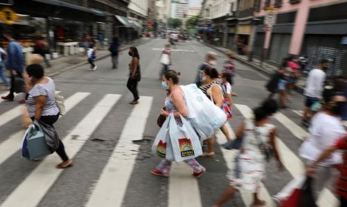 Em 24 horas, Brasil registra 721 óbitos e 34 mil novos casos de COVID-19