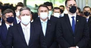 O presidente do STF, Luiz Fux, o presidente da Câmara, Arthur Lira, o presidente Jair Bolsonaro, e o presidente do Senado, Rodrigo Pacheco, durante declaração após reunião com ministros e governadores.