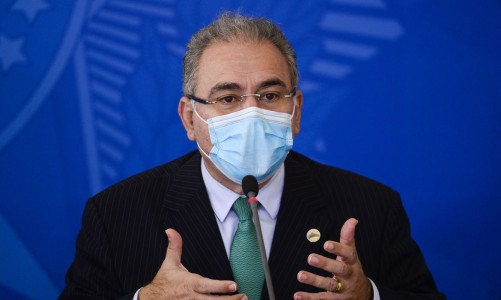 Queiroga anuncia 15,5 milhões de doses de vacina da Pfizer até junho