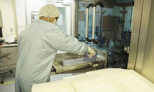 Fiocruz inicia envase do primeiro lote de IFA da vacina Covid-19