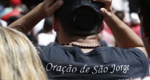 Rio de Janeiro - Durante os festejos de São Jorge em Quintino, na zona norte, a sede da paróquia dedicada ao santo, fiéis se reúnem para missas e procissões.