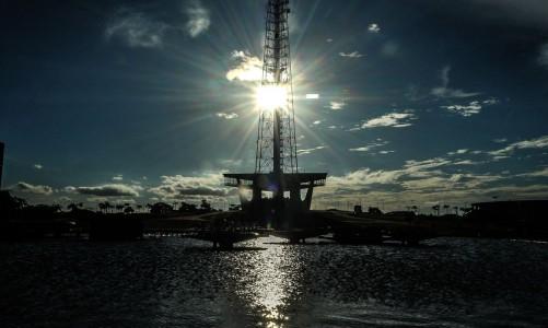 A Torre de TV de Brasília é uma torre de transmissão radiofônica e televisiva construída em Brasília e inaugurada em 1967 com 224 metros de altura.