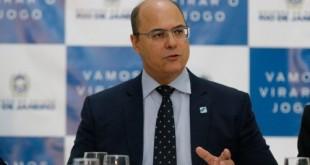 O governador Wilson Witzel, assina licença de instalação da usina termelétrica GNA II, no Porto do Açu, durante reunião no Palácio Guanabara