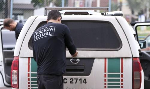 """Brasília - Polícia Civil do DF cumpre 28 mandados de prisão e 35 de busca e apreensão como parte da operação """"Delivery"""", contra o tráfico de drogas durante o carnaval no Distrito Federal. (Marcelo Camargo/Agência Brasil)"""