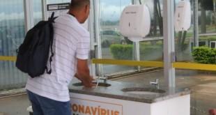 Ministério da Saúde instala pia na entrada do prédio para a higienização das mãos