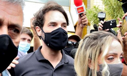 Dr. Jairinho, namorado de Monique Medeiros da Costa e Silva, mãe do menino Henry Borel, sae da Delegacia de Polícia da Barra da Tijuca(16ªDP) após prestar depoimento sobre a morte do menido de 4 anos.