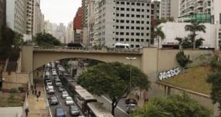 Protesto de motoristas de ônibus paralisa vias do centro de São Paulo