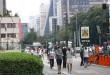 São Paulo - Movimento de pessoas na Avenida Paulista durante a fase vermelha da pandemia de covid-19 na capital.