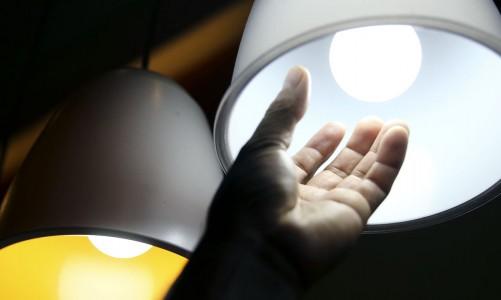 Brasília - O consumo de energia elétrica no país fechou os primeiros três meses do ano com queda acumulada de 4,2% em relação ao mesmo período do ano passado (Marcelo Camargo/Agência Brasil)