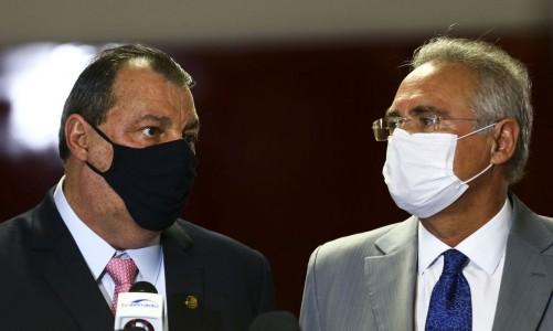 Os senadores Omar Aziz e Renan Calheiros durante entrevista após a instalação da CPI da Pandemia, no Senado Federal.