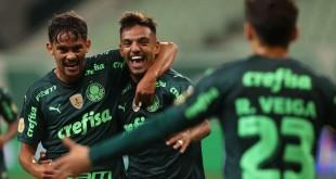 O jogador Gabriel Menino, da SE Palmeiras, comemora seu gol contra a equipe do Grêmio FBPA, durante partida válida pela décima rodada, do Campeonato Brasileiro, Série A, na arena Allianz Parque. (Foto: Cesar Greco)