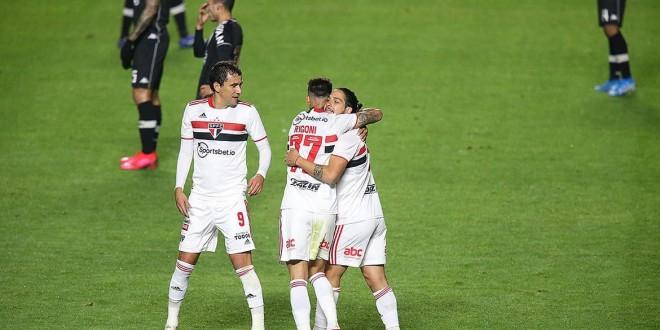 São Paulo abre vantagem sobre Vasco pelas oitavas na Copa do Brasil