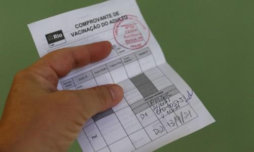 Comprovante de vacinação contra a Covid-19 no município do Rio de Janeiro com a vacina da Pfizer.