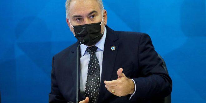 Covid-19: ministro destaca eventos adversos em adolescentes vacinados
